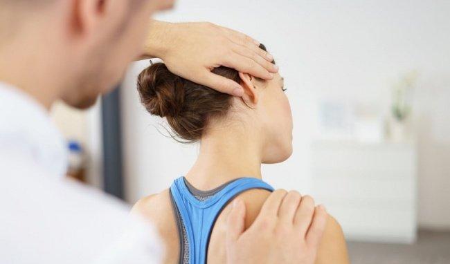 Điều trị thoái hóa đốt sống cổ phụ thuộc vào mức độ nghiêm trọng của các dấu hiệu của bệnh.