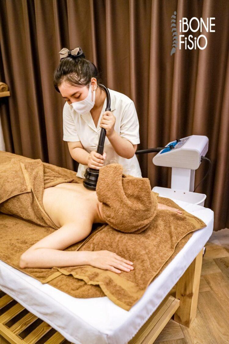 Điều trị massage đau thắt lưng